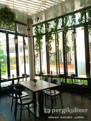 Foto 5 - Interior di Babochkaa Bistro & Coffee Bar oleh @NonikJajan