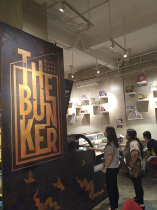 Foto 2 - Interior di The Bunker Cafe oleh Stella Griensiria