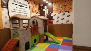 Foto 7 - Interior di BurgerUP oleh Yovita Windy