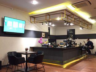 Foto 5 - Interior di The Gade Coffee & Gold oleh yudistira ishak abrar
