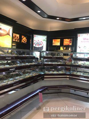 Foto review Holland Bakery oleh Ria Tumimomor IG: @riamrt 2
