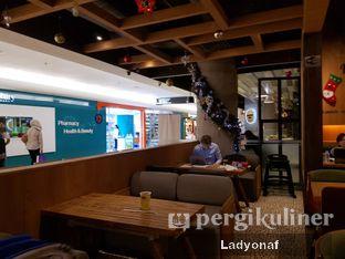 Foto 9 - Interior di FATBURGER oleh Ladyonaf @placetogoandeat