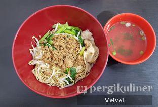 Foto 1 - Makanan(Bakmi Pangsit Porsi Kecil) di Bakmi Aliang Gg. 14 oleh Velvel