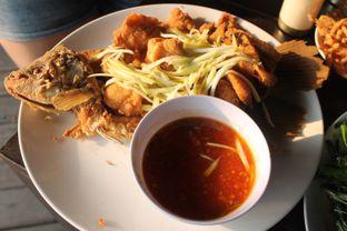 Foto 7 - Makanan(Gurame Saus Mangga) di Talaga Sampireun oleh Yummyfoodsid