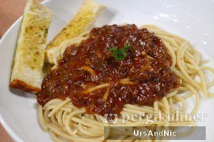 Foto 2 - Makanan(Spaghetti bolognaise ) di Mokka Coffee Cabana oleh UrsAndNic
