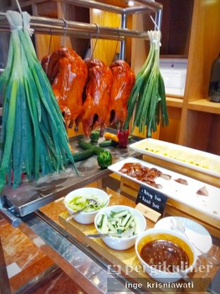 Foto 3 - Makanan(Bebek Peking dan Roasted Duck) di Pearl - Hotel JW Marriott oleh Inge Inge