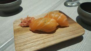 Foto 4 - Makanan(Salmon sushi) di Akatama oleh Vising Lie