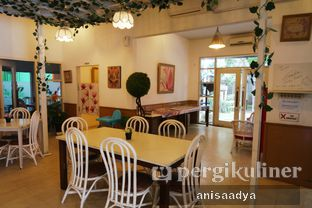 Foto 10 - Interior di Huk Garden Family Resto oleh Anisa Adya