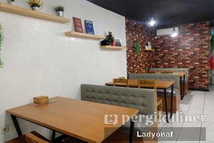 Foto 6 - Interior di Warung Porki oleh Ladyonaf @placetogoandeat