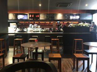 Foto 7 - Interior di Tanamera Coffee Roastery oleh Oswin Liandow