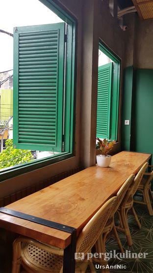 Foto 7 - Interior di Mokapot Coffee Talk oleh UrsAndNic