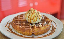 BROWNFOX Waffle & Coffee