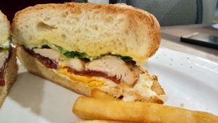 Foto 6 - Makanan(Cheese club sandwich) di Revel Cafe oleh Komentator Isenk