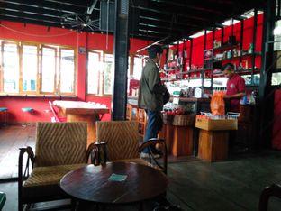 Foto 9 - Interior di BLW Cafe oleh Makan Meow