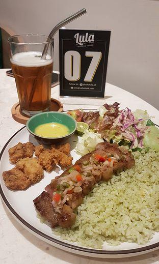 Foto 2 - Makanan(Asian Barbecue Beef dan Popcorn Dori) di Lula Kitchen & Coffee oleh Gembuli Tan