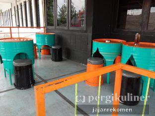Foto 4 - Interior di Ben's Cafe oleh Jajan Rekomen