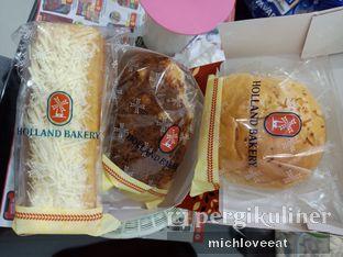 Foto 1 - Makanan di Holland Bakery oleh Mich Love Eat