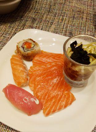 Foto 2 - Makanan(sashimi) di Collage - Hotel Pullman Central Park oleh maysfood journal.blogspot.com Maygreen