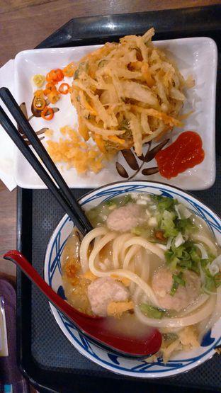 Foto 2 - Makanan(Tori Baitan Udon + Kakiage Tempura ) di Marugame Udon oleh Annti Nursanti