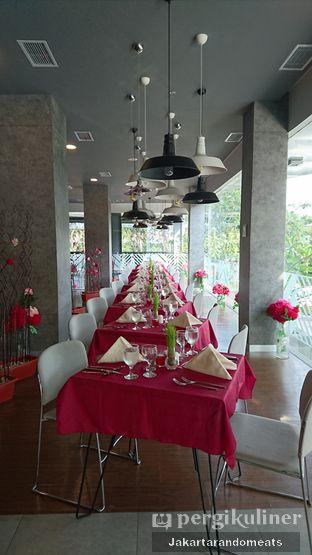 Foto 13 - Interior di sTREATs Restaurant - Ibis Styles Sunter oleh Jakartarandomeats