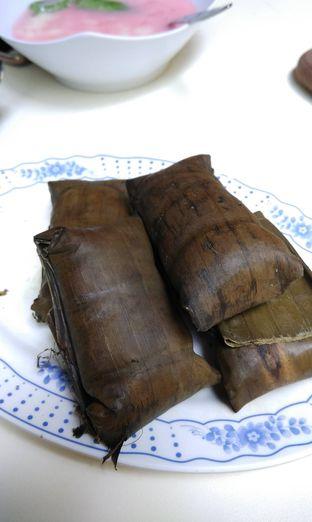 Foto 1 - Makanan(Buras) di Sop Konro Perak oleh andin sputri