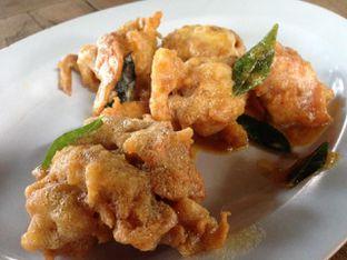 Foto 5 - Makanan(Kepiting Soka Saus Telor Asin) di Bandar Djakarta oleh awakmutukangmakan