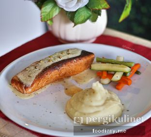Foto review Resto Teras Istana oleh @foodiaryme | Khey & Farhan 1