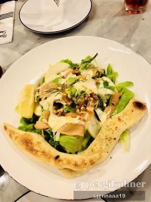 Foto 2 - Makanan(grand chicken caesar) di Pizza Marzano oleh Sienna Paramitha