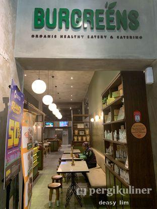Foto 7 - Interior di Burgreens Eatery oleh Deasy Lim