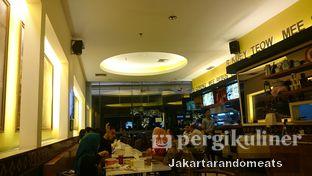Foto 4 - Interior di Ah Mei Cafe oleh Jakartarandomeats