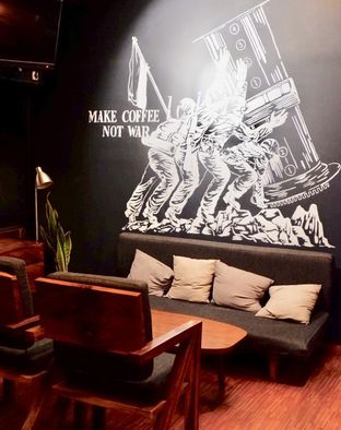 Foto 15 - Interior di Lock On Coffee oleh yudistira ishak abrar