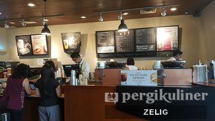 Foto 3 - Interior di Starbucks Coffee oleh @teddyzelig