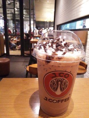 Foto 1 - Makanan(Ice chocolate) di J.CO Donuts & Coffee oleh zelda