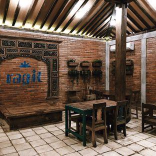 Foto 14 - Interior di Ragil Coffee & Roastery oleh Della Ayu