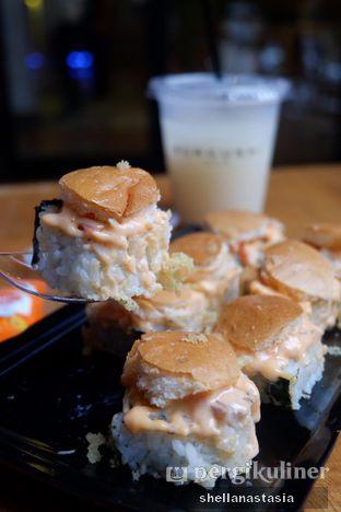 Foto 2 - Makanan(Tuna Salad Crispy Mentai) di Burgushi oleh Shella Anastasia