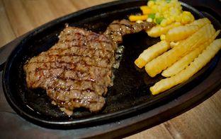 Foto 2 - Makanan(Sirloin Steak) di Platinum oleh Fadhlur Rohman