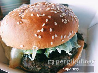 Foto 1 - Makanan(burger rendang) di BurgerUP oleh @supeririy