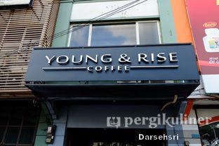 Foto 10 - Eksterior di Young & Rise Coffee oleh Darsehsri Handayani