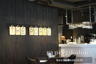 Foto 16 - Interior di The Porte Eatery and Cafe - FM7 Resort Hotel oleh Kevin Leonardi @makancengli