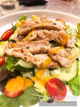 Foto 8 - Makanan(Grilled Chicken Salad) di Amy and Cake oleh Rachel Tobing