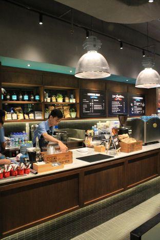 Foto 6 - Interior di Djournal Coffee oleh Prido ZH