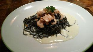 Foto - Makanan(homemade black angel hair, smoked salmon vodka and parsley) di Mamacita oleh Vising Lie
