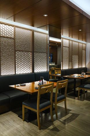 Foto 9 - Interior di Sushi Matsu - Hotel Cemara oleh thehandsofcuisine
