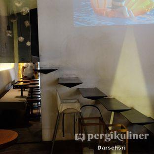 Foto 10 - Interior di Bermvda Coffee oleh Darsehsri Handayani
