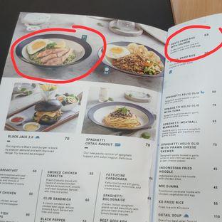 Foto 10 - Menu(Di buku menu salmonnya gede2 ya, nyatanya kecil dan ga utuh.) di Mokka Coffee Cabana oleh Stephanie