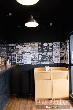 Foto 6 - Interior di Lawless Burgerbar oleh Darsehsri Handayani