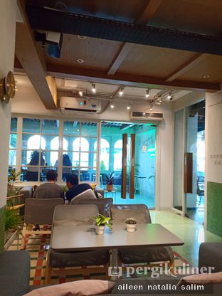 Foto 5 - Interior di Grouphead Coffee oleh @NonikJajan