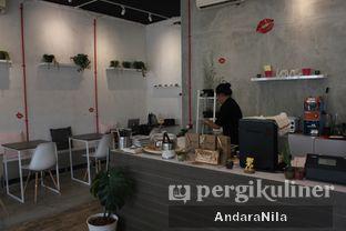 Foto 2 - Interior di Toko Kopi Roompi oleh AndaraNila