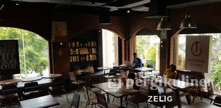 Foto 3 - Interior di Anomali Coffee oleh @teddyzelig