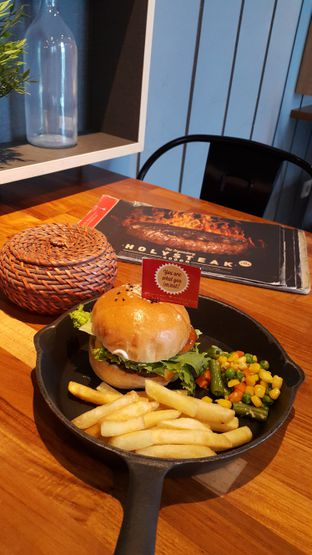 Foto 1 - Makanan di Steak Hotel by Holycow! oleh Stefy Tan